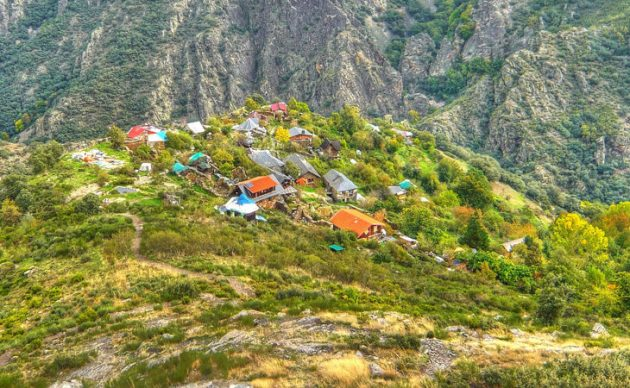 Ecovillages - What They Are & How to Live in One