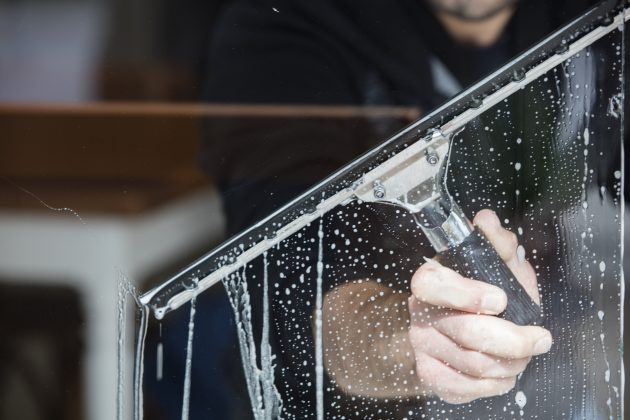 How to Properly Conduct Window Cleaning for Winter