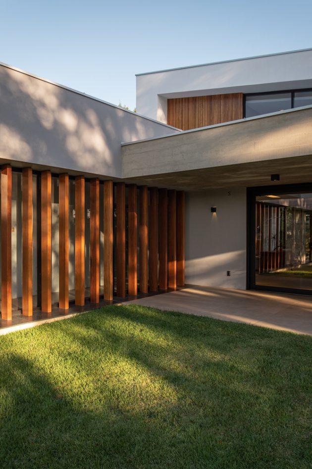 House in Tamandare by Karina Guidolin Arquitetura in Brazil