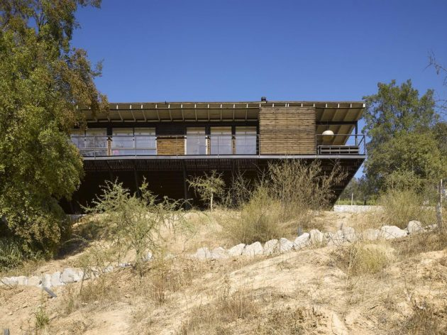 Raul House by Mathias Klotz in Paine, Chile