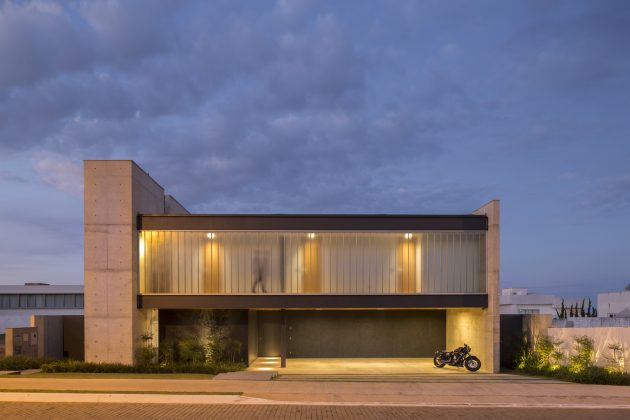 Ribas House by Estudio MRGB in Brazil