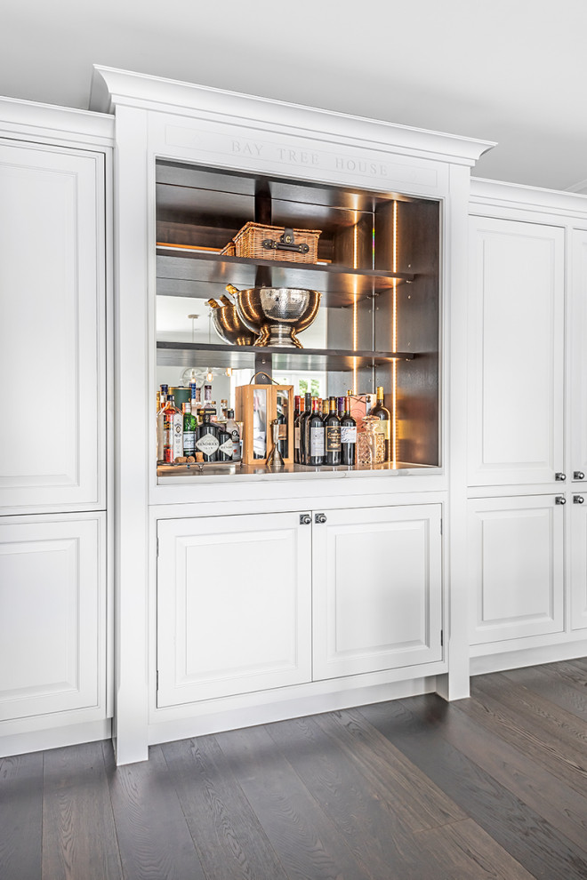 16 Exquisite Traditional Home Bar Designs That Will Revive Your Home