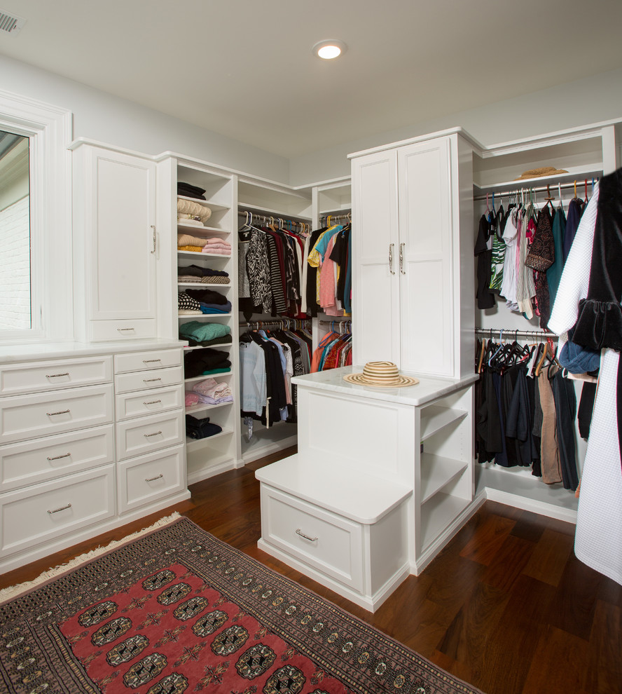 16 Luxe Walk-In Closet Designs For A Traditional Home