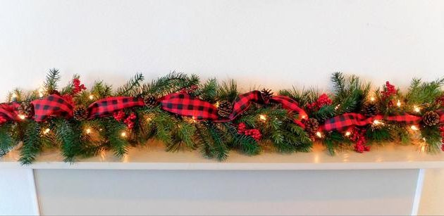 17 Delightful Christmas Garland Designs With a Festive Spirit