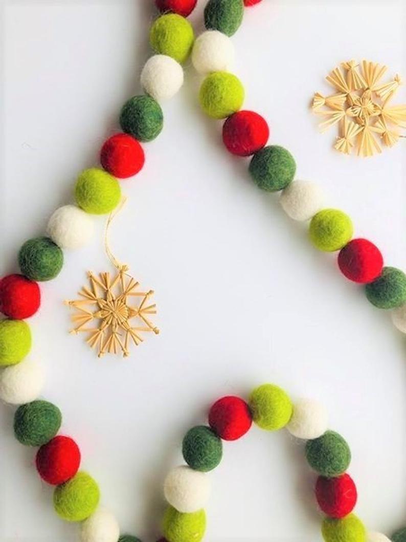 17 Delightful Christmas Garland Designs With a Festive Spirit