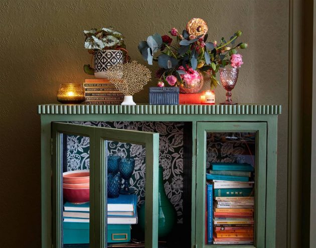 7 Showcases Decorated With Wallpaper That Triumph