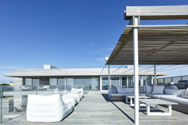 Ocean Deck House by Stelle Lomont Rouhani Architects in Bridgehampton, New York