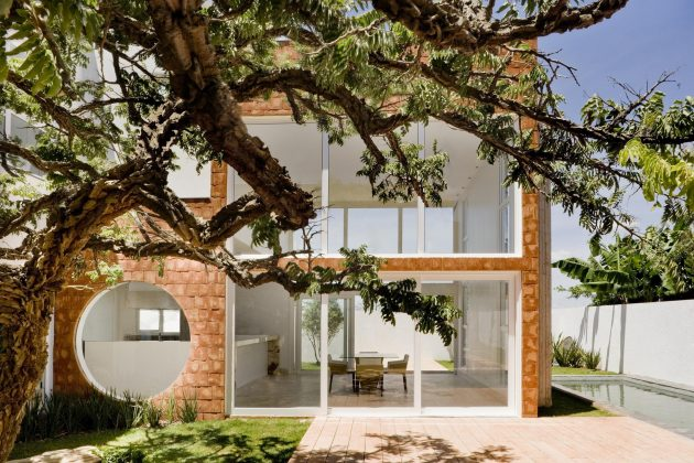 Taquari House by Ney Lima in Brasilia, Brazil