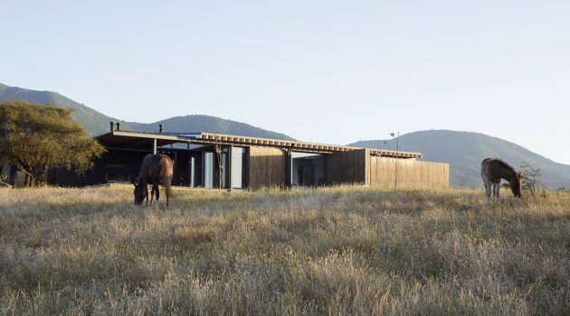 Tierras Blancas House by Gonzalo Claro in Catapilco, Chile