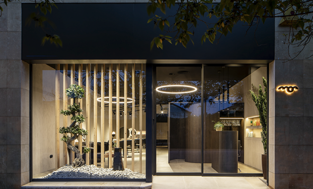 Natural Wood Integrated in a Beauty Salon
