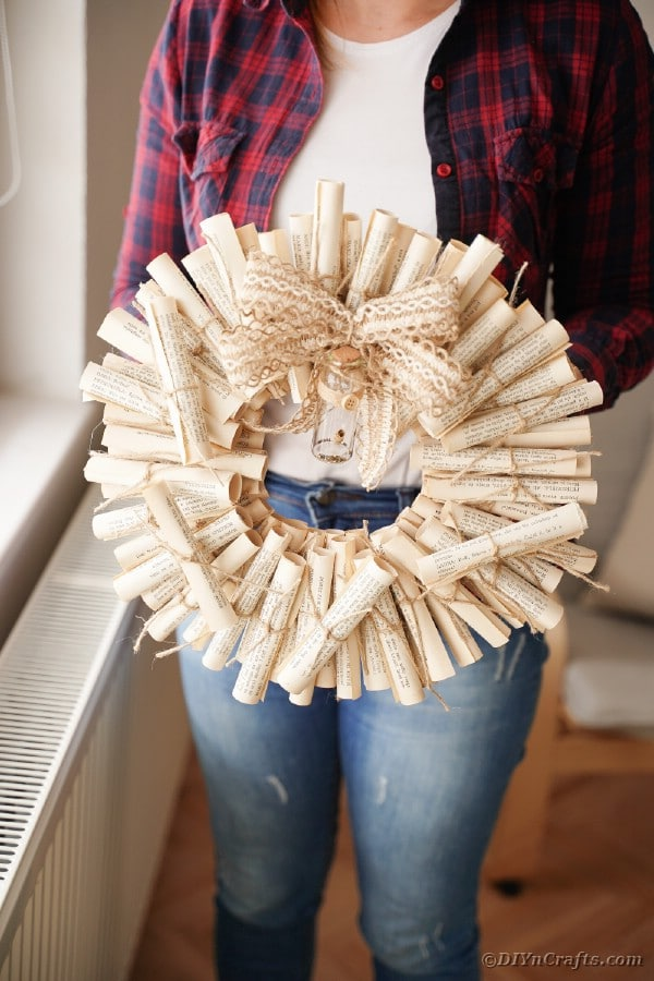 15 Brilliant DIY Wreaths You Can Make Using Old Book Pages