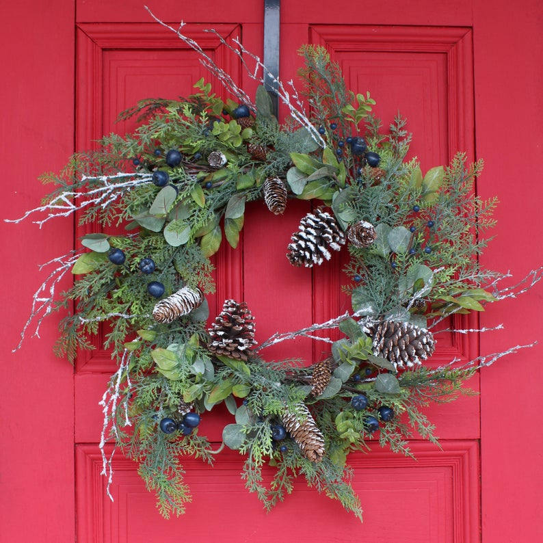 15 Jolly Natural Winter Wreath Designs That Will Give Your Front Door A Fresh Look