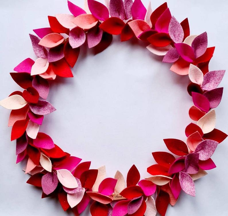 16 Sweet Valentine's Day Wreath Designs That Will Charm Your SO