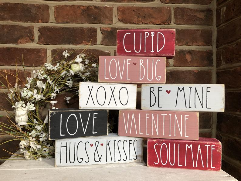 18 Charming Valentine's Day Signs You Would Love To Put Up