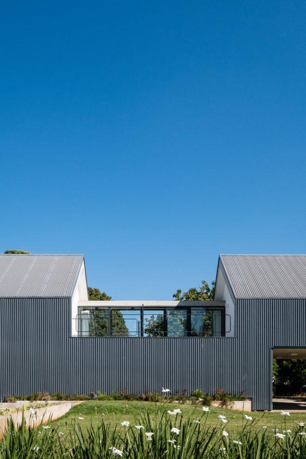 Groba House by Estudio MRGB in Brazil