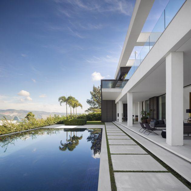 Jaragua Residence by Fernanda Marques Arquitetos Associados in Brazil