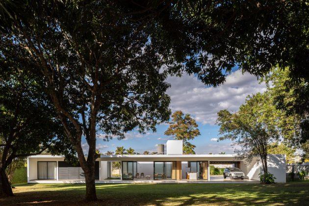 Park Way House by ArqBr Arquitetura e Urbanismo in Brazil