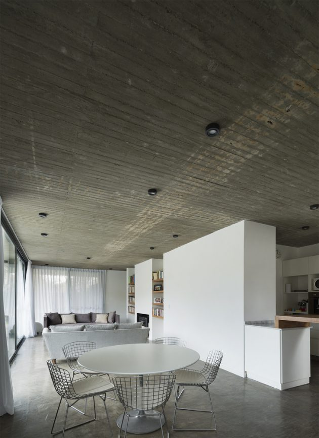 Acassuso House by VDV ARQ in Acassuso, Argentina
