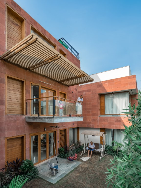 Parallel Volumes House by Urbscapes in Ahmedabad, India