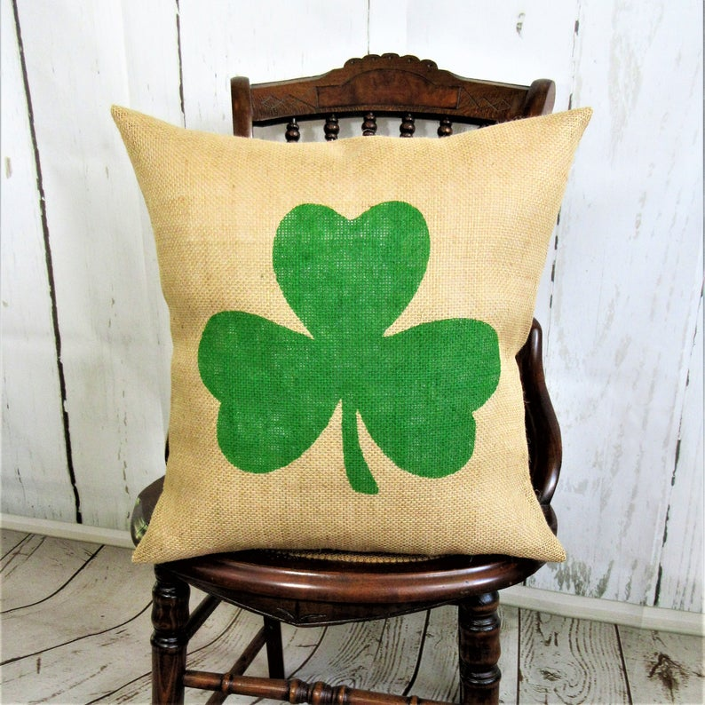 15 Charming Spring Pillow Designs That Will Freshen Up Your Porch