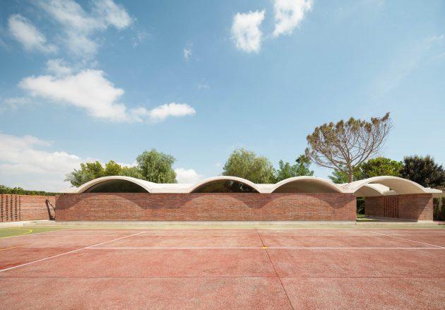 IV House by MESURA in Matola, Spain
