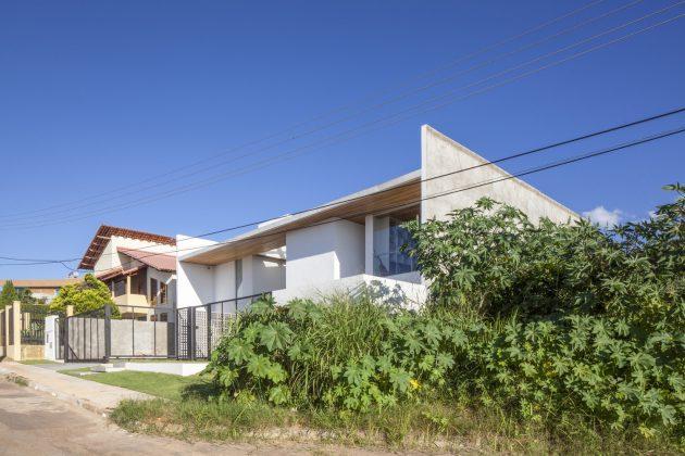 Linhares Dias House by BLOCO Arquitetos in Brasilia, Brazil