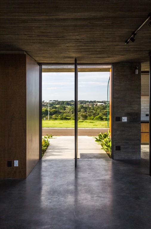 Patio House by 24 7 Arquitetura in Jaguariuna, Brazil