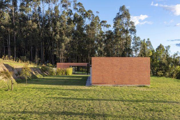 Sun House by Bernardo Bustamante Arquitectos in Yaruqui, Ecuador