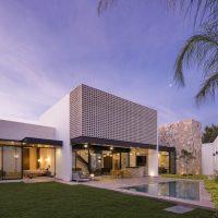 Un Patio Residence by P11 Arquitectos in Merida, Mexico