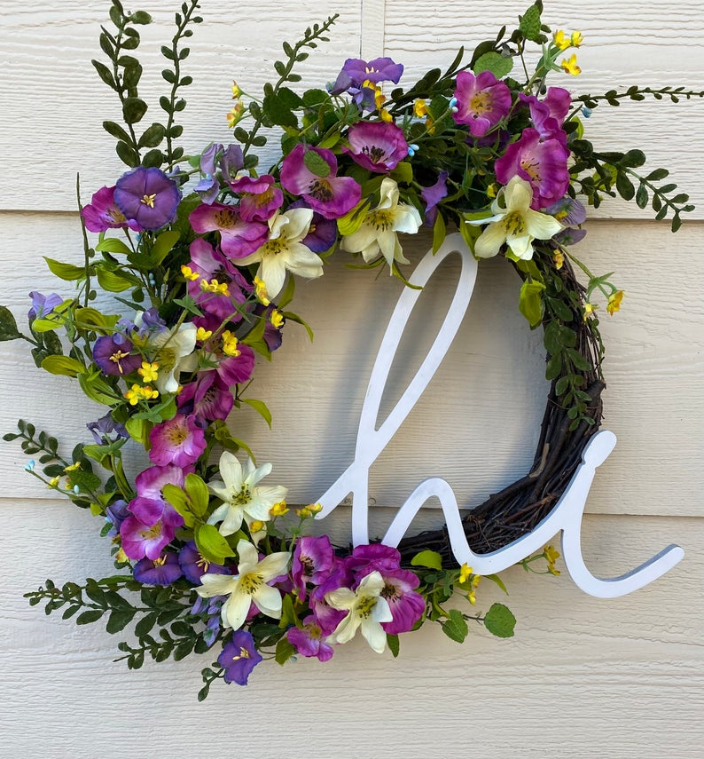 16 Fresh-Looking Spring Wreath Designs That Will Steal Your Gaze