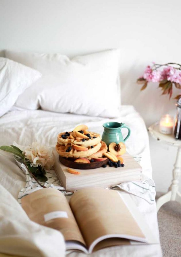 How To Arrange The Most Romantic Breakfast in Bed
