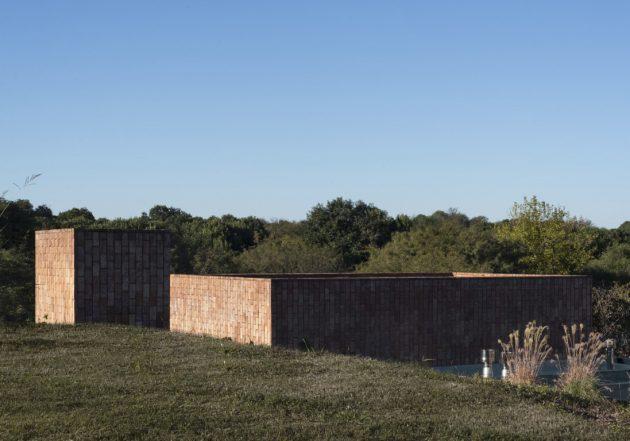 GPL House by Estudio BLT in Mendiolaza, Argentina