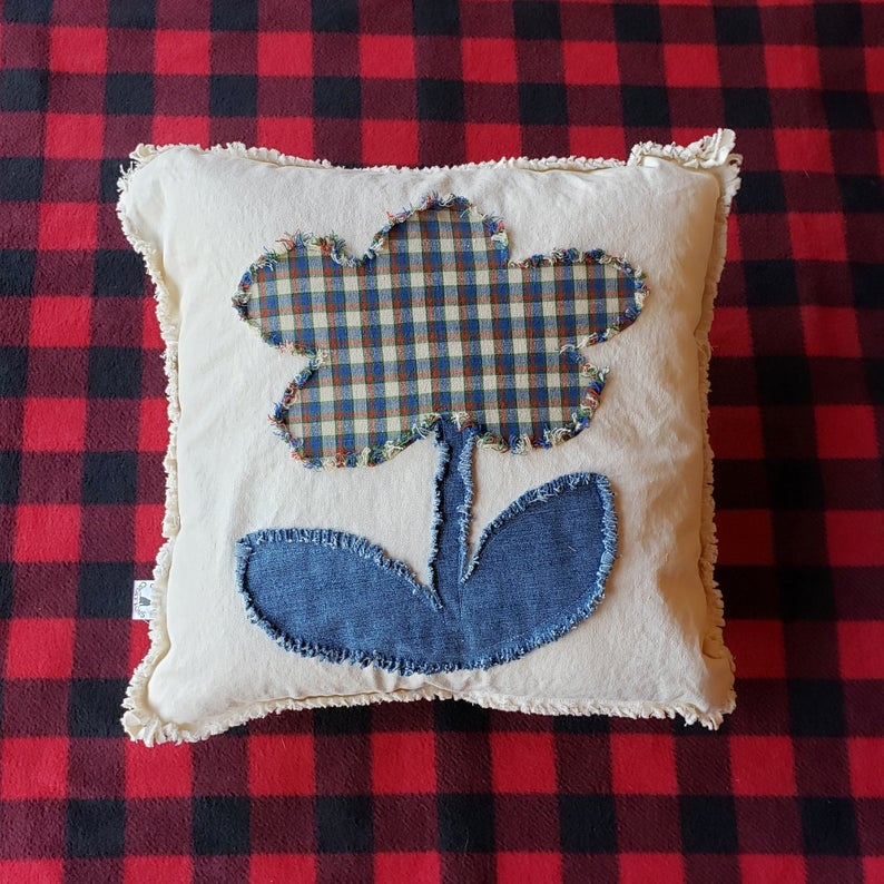 15 Charming Summer Pillow Designs That Will Dress Up Your Beach House
