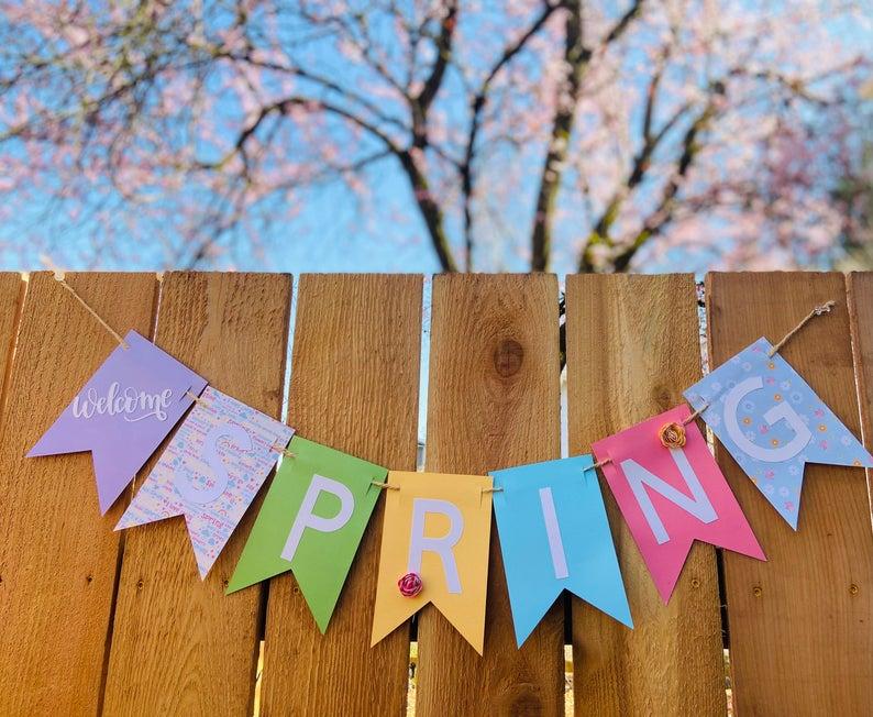 15 Wonderful Spring Banner Designs That Will Refresh Your Porch