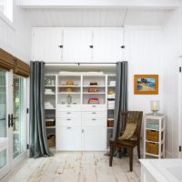 18 Elegant Coastal Closet Designs That Will Make Sure All Your Beachwear Is Organized