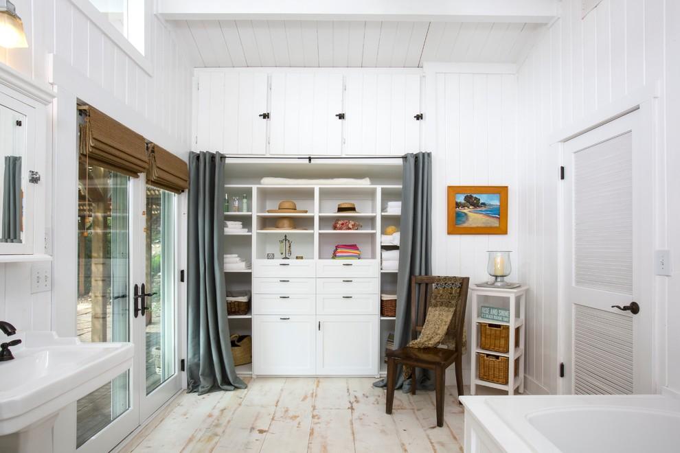 18 Elegant Coastal Closet Designs That Will Make Sure All Your Beachwear Is Organized