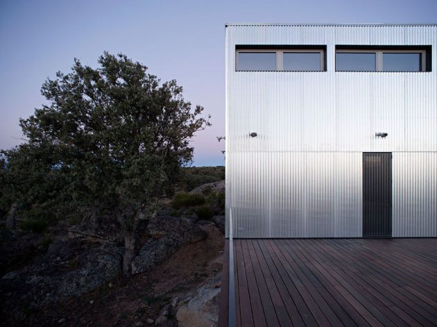 Beautiful Contrast On The Exterior of This Sustainable Home