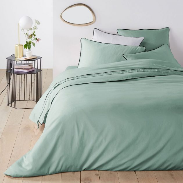 How to adopt sea green in decoration?