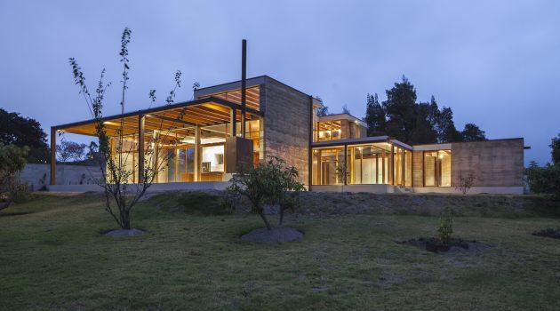 Cotacachi House by Arquitectura X in Ecuador
