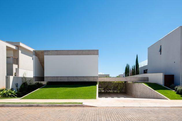 House Petry by Estudio MRGB in Brasilia, Brazil