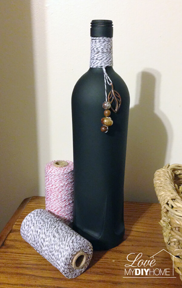 16 Cool DIY Bottle Painting Projects You'll Enjoy Crafting Over The Weekend