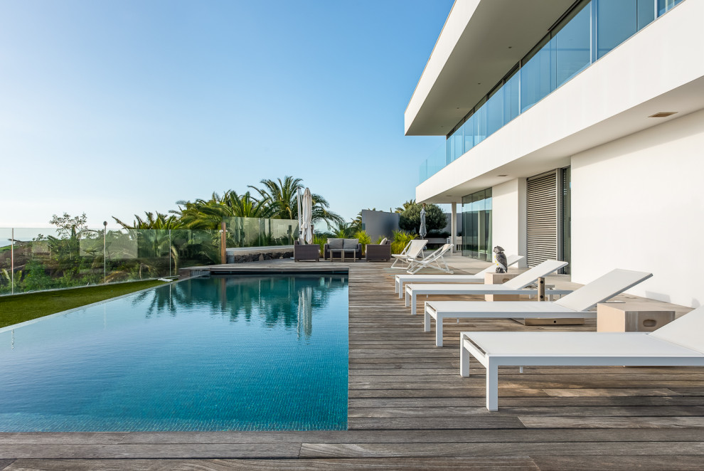 20 Exceptional Coastal Swimming Pool Designs That Will Take Your Breath Away