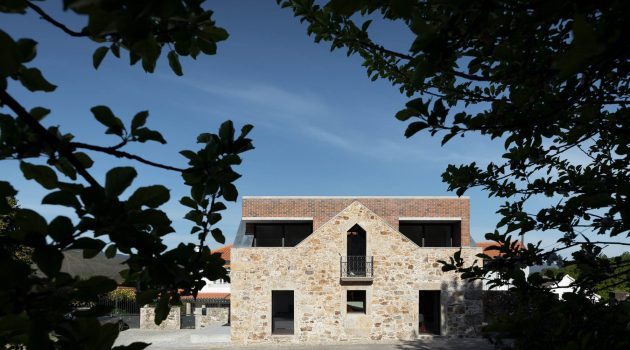 BOX by Tiago Sousa – A House Inside a Ruin In Portugal