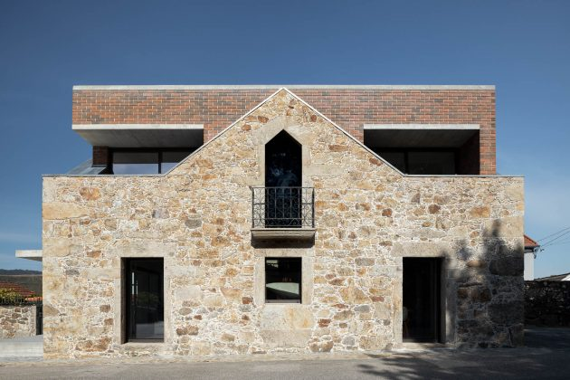 BOX by Tiago Sousa - A House Inside a Ruin In Portugal