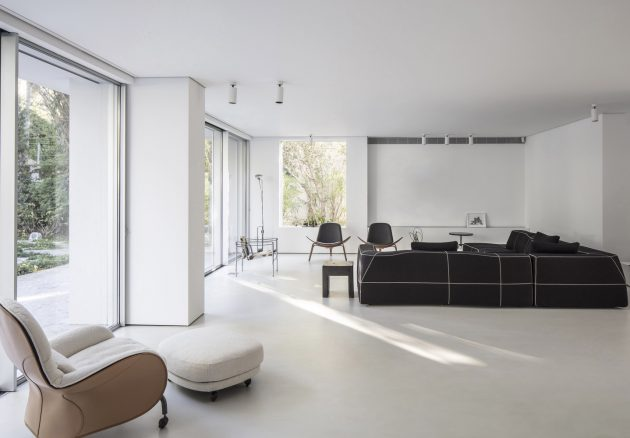 Nish House by Paritzki & Liani Architects in Ramat Hasharon, Israel