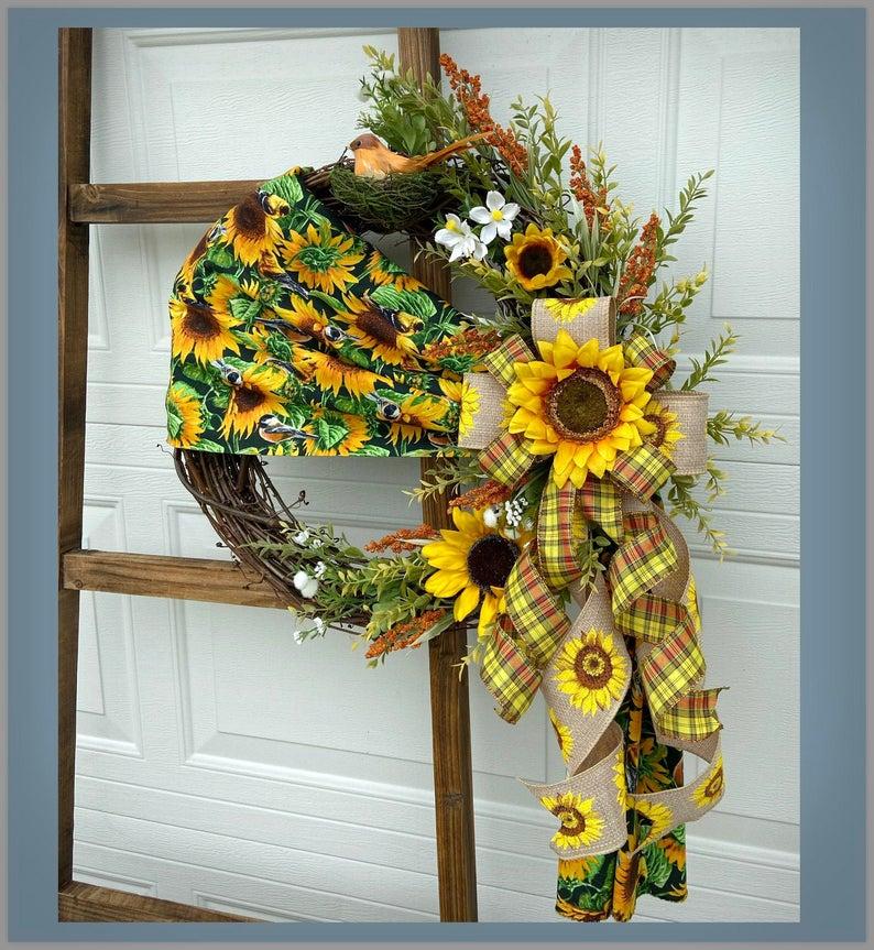 16 Charming Sunflower Wreath Designs For Your August Décor