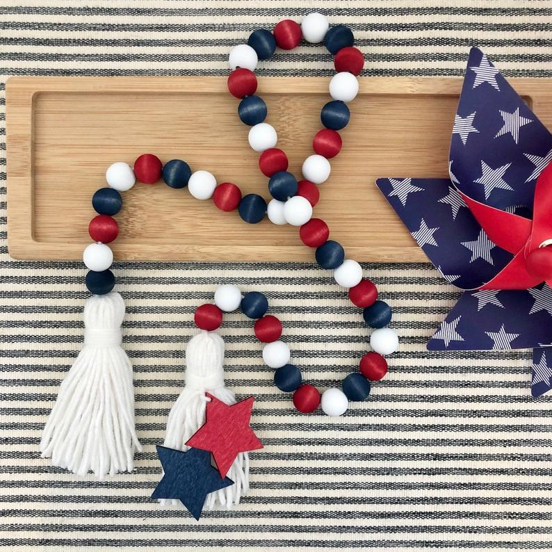 18 Colorful 4th of July Garland Designs You'll Enjoy Hanging
