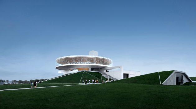 City Crown – Dragon Lake Public Art Center by Studio A+ in Zhengzhou, China