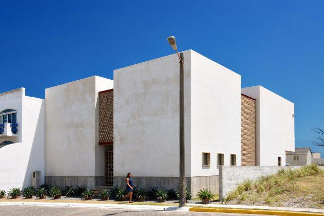 Iguana House by OBRA BLANCA in Alvarado, Mexico