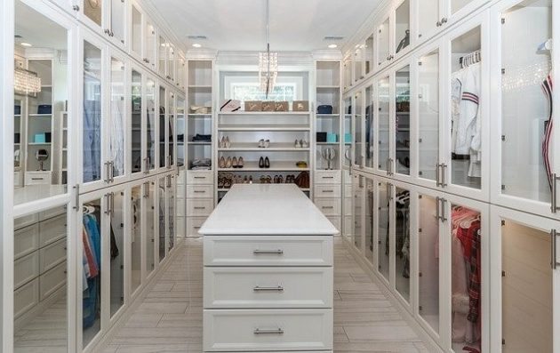 4 Practical Tips for Revamping Your Bedroom Closet